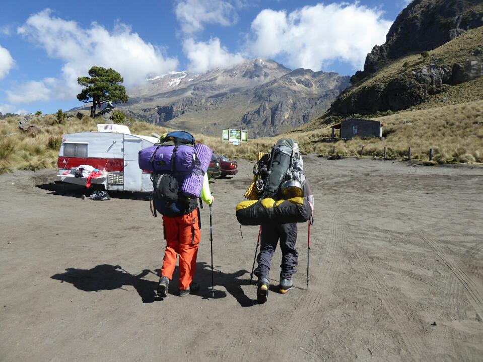 Preparation for Iztaccihuatl and ascent to high camp