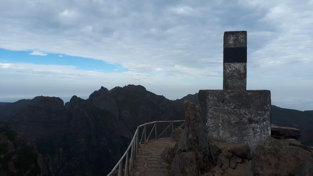 Pico Areiro trig looking north